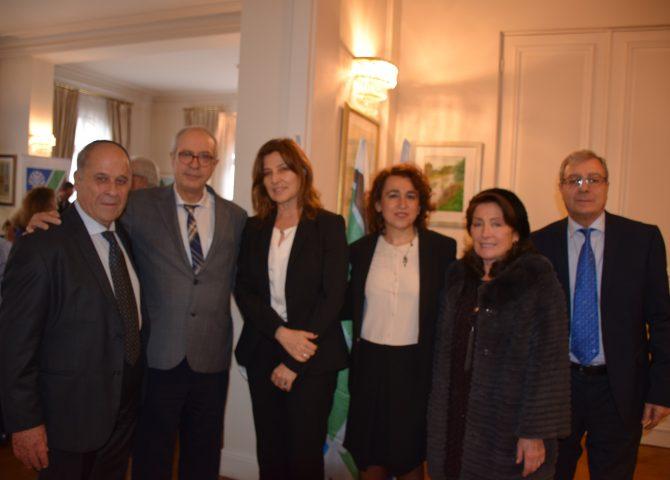 Groupe de personnes du KKL avec l'ambassadrice d'Israël en France