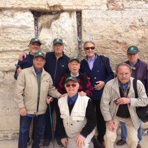 Groupe du Club'S devant le mur des lamentations à Jérusalem